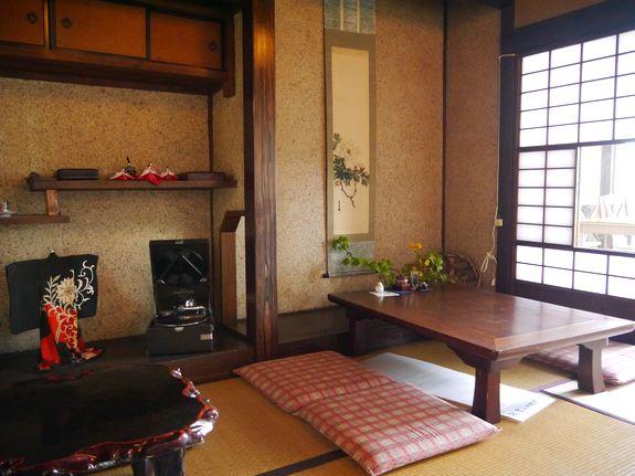 函館レトロ喫茶店の茶房菊泉店内の様子